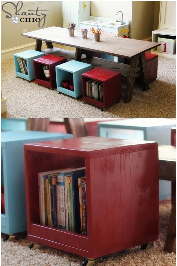 Ghế ngồi của trẻ cũnng trở thành nơi cất đồ và sách, truyện.