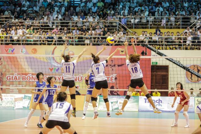 Trận đấu giữa tuyển trẻ Thái Lan và ĐT Triều Tiên tại VTV Cup 2014.