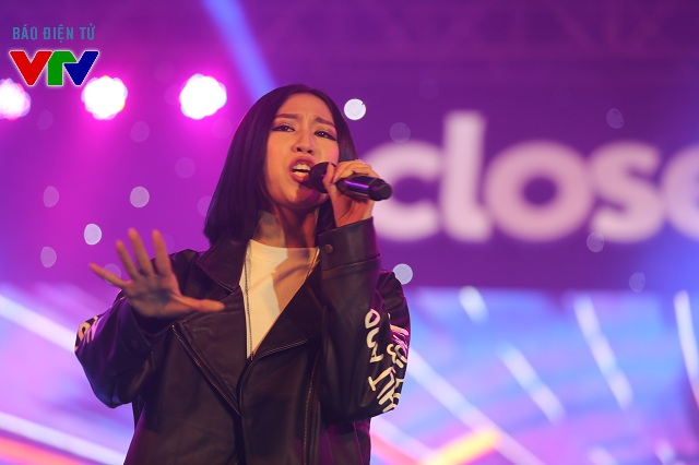 Nữ ca sĩ Min St.319 trình diễn ca khúc mới nhất của mình