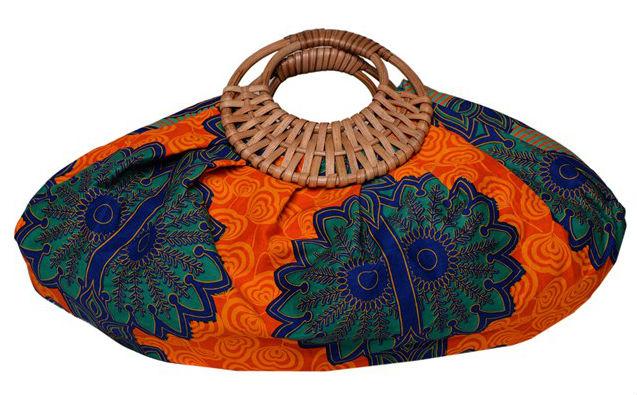 Túi xách vải nổi bật với tay cầm làm bằng tre của Eclectic Chique