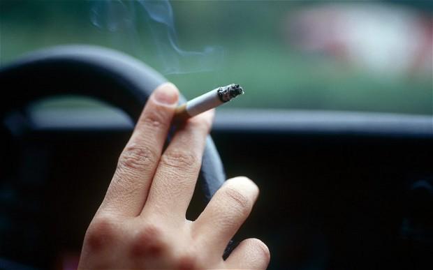 Hút thuốc lá, uống rượu, ánh nắng và ô nhiễm không khí là những nguyên nhân chính gây ung thư