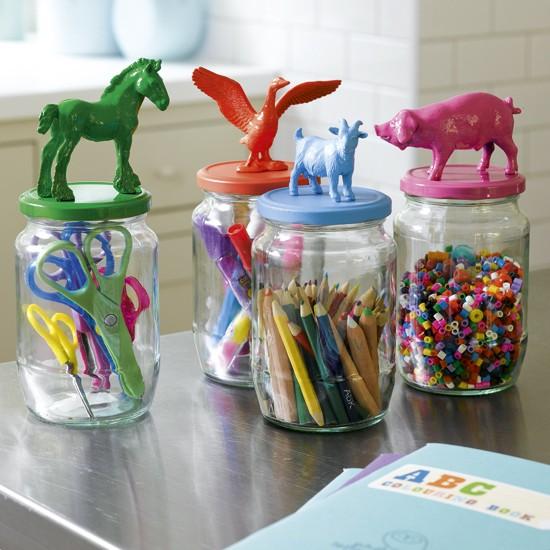 Bạn còn có thể sáng tạo để biến chúng thành nơi đựng đồ dùng học tập cho trẻ em.