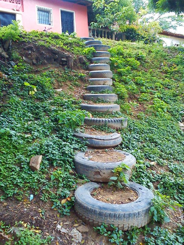 Những lốp xe được dùng làm cầu thang lạ mắt.