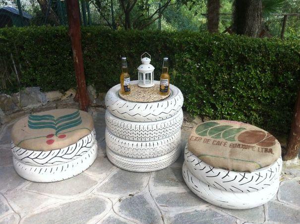 Sáng tạo những chiếc lốp thành bộ bàn ghế ấn tượng.