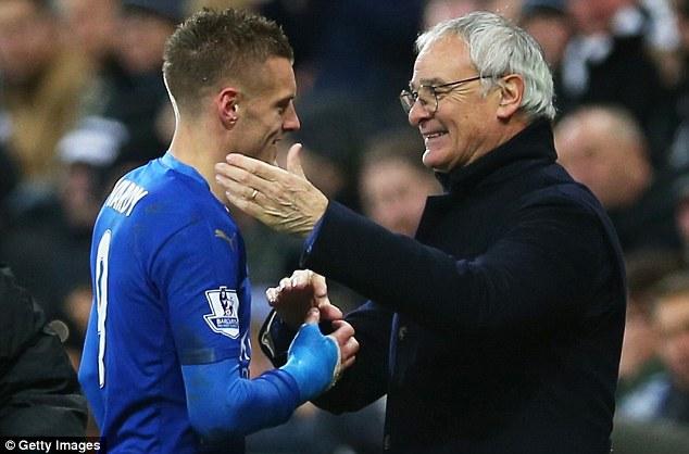 HLV Ranieri hết lời khen tặng Vardy.
