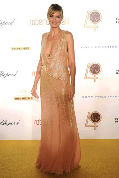 Heidi Klum cũng không kém phần rạng rỡ trong bữa tiệc kỷ niệm tròn 40 năm với thiết kế của Cavalli.