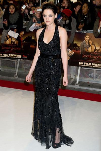 Kristen Stewart mặc chiếc váy nằm trong BST Xuân - Hè 2012 của Cavalli, tới dự buổi ra mắt bộ phim Twilight Breaking Dawn - Part 1 ở London (Anh).