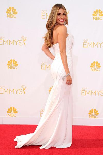 Sofia Vegara cũng chọn mặc đầm màu trắng của Cavalli trong Lễ trao giải Emmy 2014.