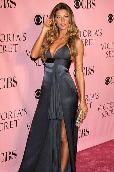 Gisele quyến rũ trong đầm xẻ của Cavalli ở bữa tiệc sau show trình diễn của Victorias Secrets.