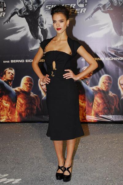 Váy Cavalli cũng đã được Jessica Alba lựa chọn trong buổi ra mắt bộ phim The Fantastic Four mà cô tham gia.