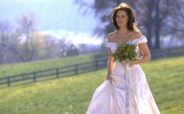 Julia Roberts cũng khoe vai trần gợi cảm mà dịu dàng trong phim Runaway Bride.
