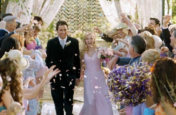 Trong phim Legally Blonde phần 2, nữ diễn viên Reese Witherspoon đã xuất hiện đầy nữ tính và duyên dáng trong bộ váy cưới màu tím dịu dàng.