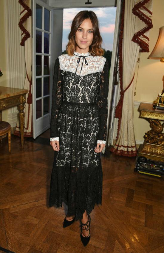 Nếu bạn ưa chuộng cả phong cách vintage, hãy nên thử kiểu váy này.