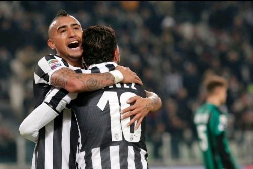 Vidal và Tevez đang cùng Juve đi tìm ánh hào quang xưa.