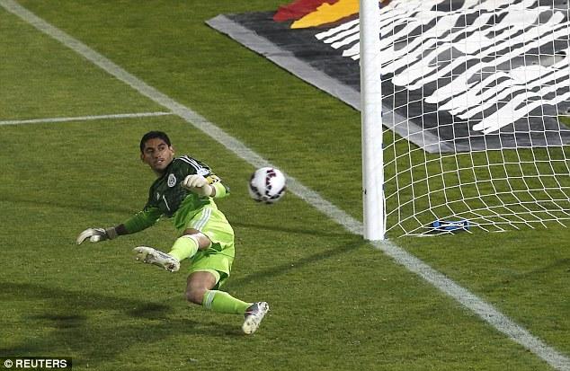 Pha ghi bàn từ chấm penalty của Vidal