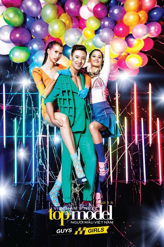 Ở thử thách làm việc nhóm, Hương Ly (ngoài cùng bên phải) phối hợp rất ăn ý với Hồng Xuân và Anh Vũ khi mặc trang phục theo chủ đề Urban - Pop và trẻ trung.