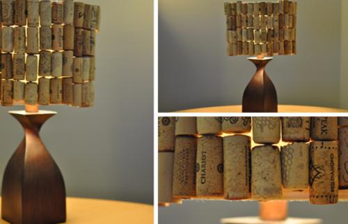 Cây đèn ngủ thú vị với những nút chai làm vòng quây.