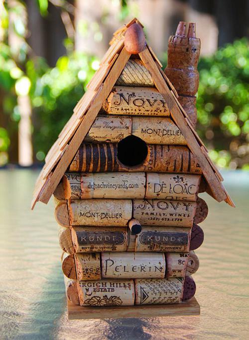 Ngôi nhà độc đáo làm từ nút chai.