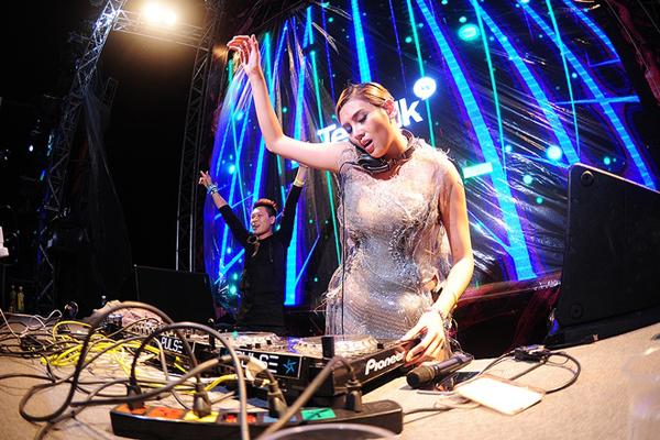 Lý do giải nghệ để theo đuổi công việc DJ của Hoàng Yến khiến nhiều đồng nghiệp và khán giả yêu thời trang không tránh khỏi sự bất ngờ