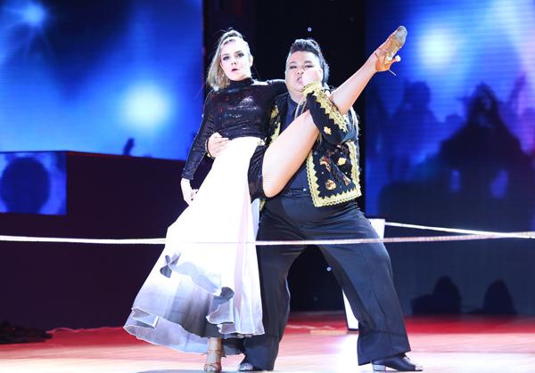 Vương Khang được BGK nhận xét là có nhiều tiến bộ hơn so với phần trình diễn ở đêm Liveshow mở màn