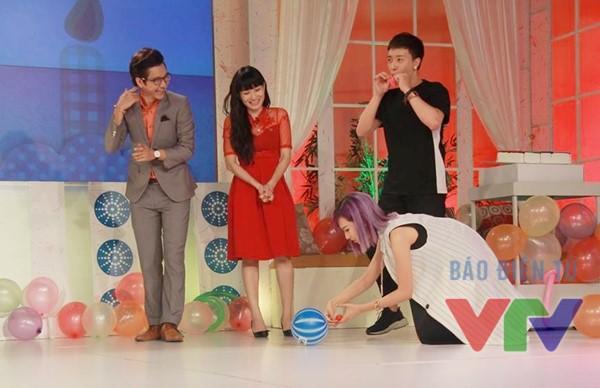 Min tham gia trò chơi thổi bóng của chương trình