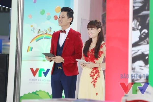 Hai MC Hồng Phúc và Thanh Huyền