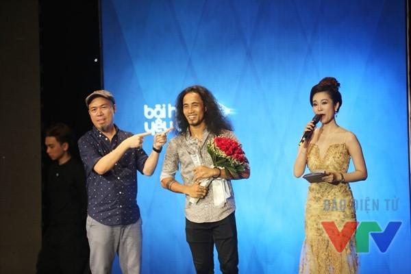 Phạm Anh Khoa nhận giải Ca sĩ của tháng 5