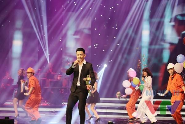 Ca sĩ Thanh Tùng Idol thể hiện ca khúc Bài ca lãng du