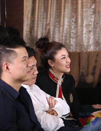 MC Ngọc Trinh của chương trình Chuyển động 24h cũng tham gia bữa tiệc mừng sinh nhật Bữa trưa vui vẻ