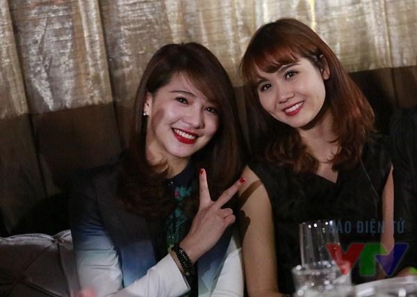 Diễn viên Huyền Lizzie (trái)