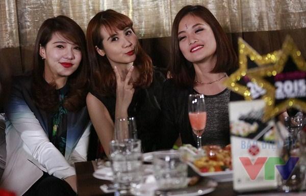 Nhóm nữ diễn viên sinh đẹp xuất hiện trong Gala Bữa trưa vui vẻ