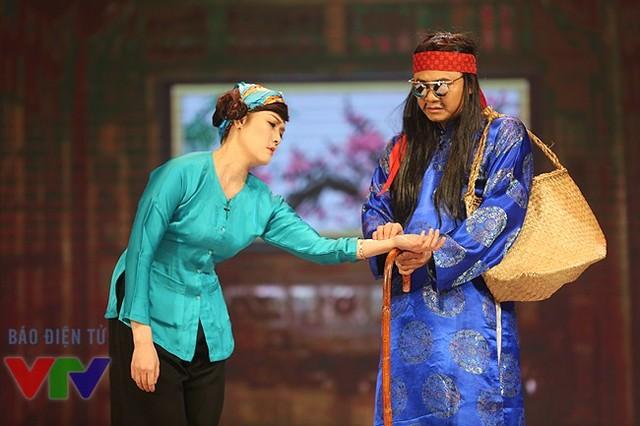 Diễn viên Tự Long và Vân Dung.