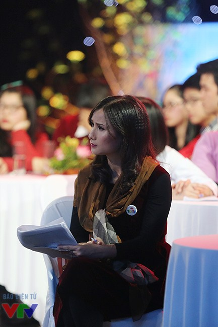 Nhà báo Lê Bình tại trường quay Gala Việc tử tế.