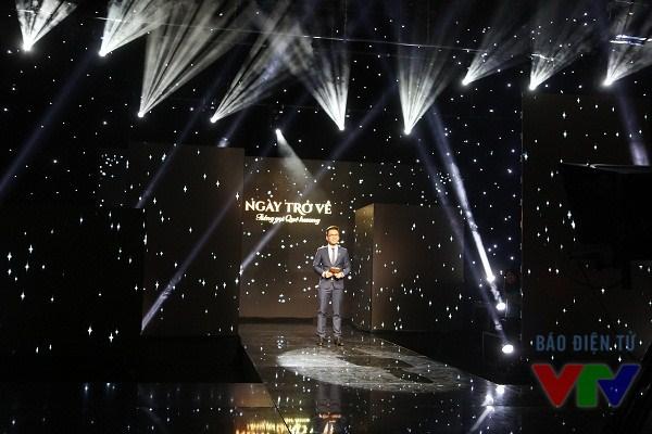 Sân khấu Gala Ngày trở về 2014 được thiết kế hệ thông chiếu sáng hiện đại
