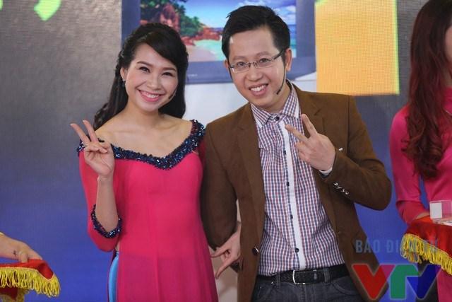 Một phút nhí nhảnh của hai MC Mỹ Lan và Việt Khuê
