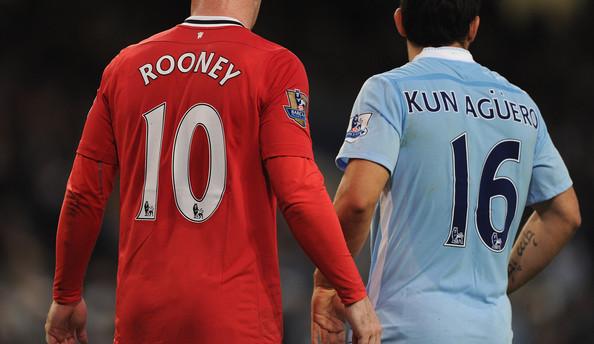 Aguero sẽ đụng độ Rooney trong ngày chàng Shrek được trả về vị trí mũi nhọn sở trường.