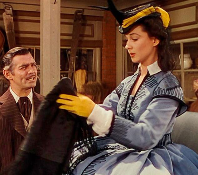 Chiếc váy xuất hiện trong một số cảnh quan trọng của bộ phim