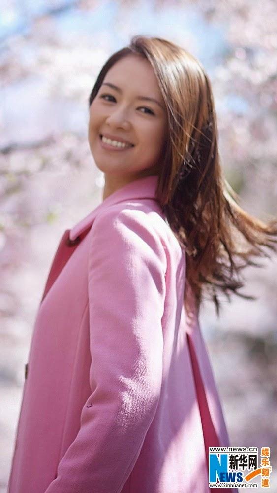Người đẹp 34 tuổi vẫn rất trẻ trung. Cô hiện đã đính hôn với nam ca sỹ Uông Phong.