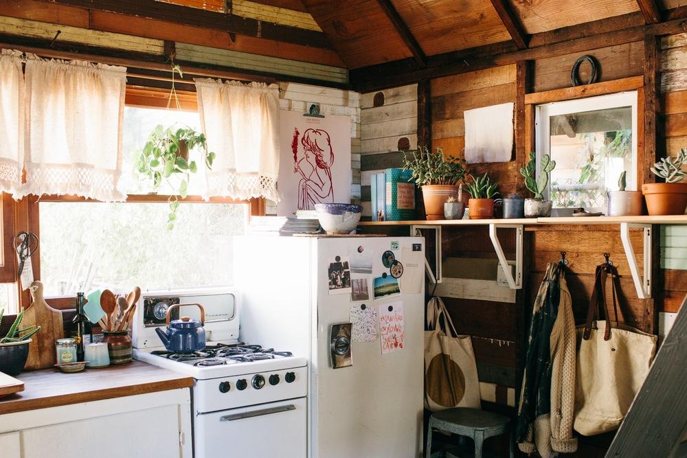 Nơi đây được thiết kế theo dạng cabin, chỉ có duy nhất một phòng chung để ở và sinh hoạt.