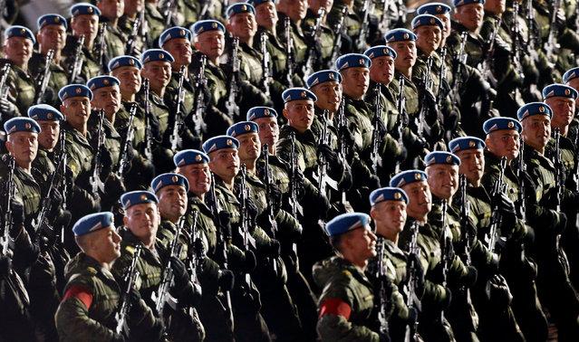 Binh sỹ Nga trong buổi tập duyệt binh. (Ảnh: Reuters)