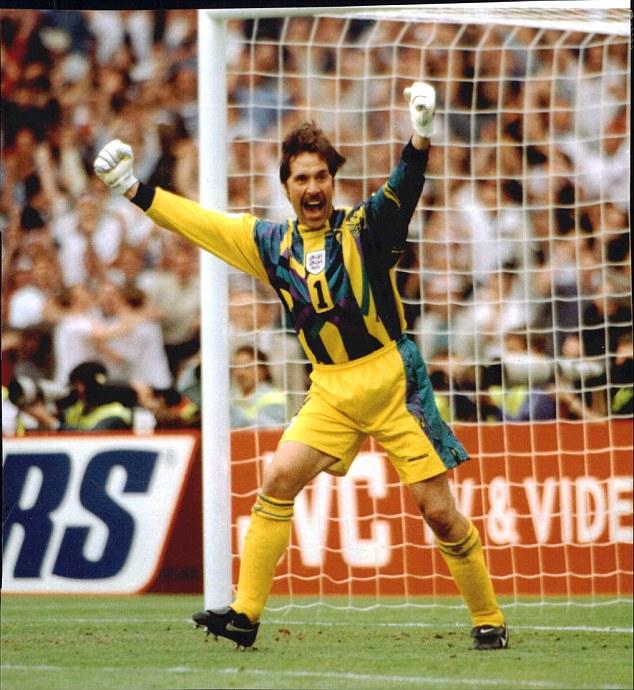 Thủ thành David Seaman - người từng rất thành công khi chơi cho Arsenal cũng có bộ ria ấn tượng.
