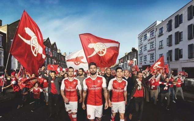 Kiểu dáng Body-Fit trong trang phục áo đấu của Puma giúp các cầu thủ Arsenal nhìn khỏe khoắn và rắn rỏi hơn