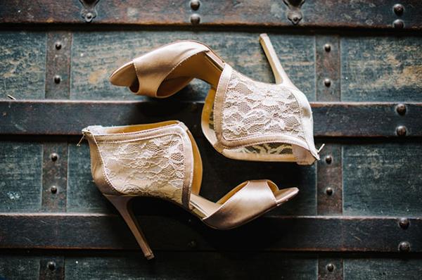 Kiểu giày cầu kỳ và cứng cáp cho cô dâu thời trang