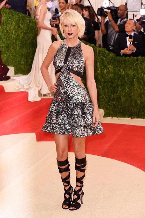 Taylor Swift trẻ trung, cá tính trong bộ cánh của Louis Vuitton.