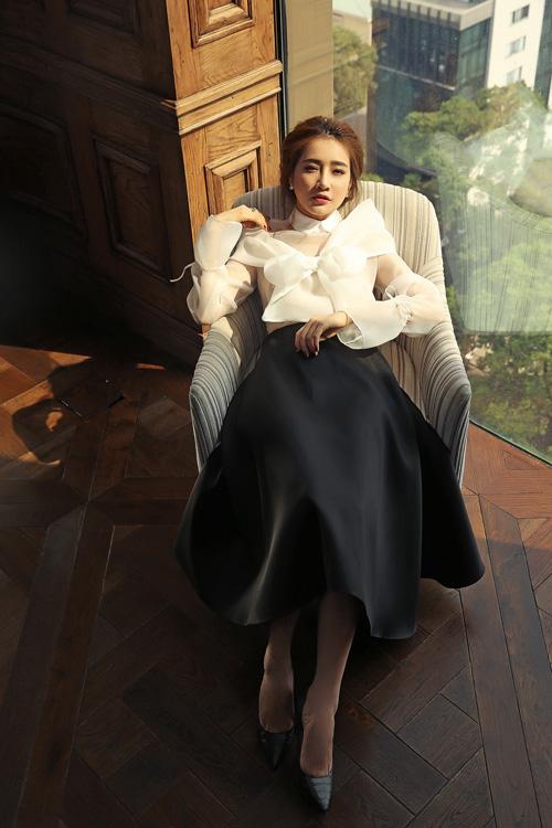 Vừa qua, Nhã Phương lên đường sang Hàn Quốc để thực hiện phần 2 bộ phim Tuổi thanh xuân. Người yêu Trường Giang cho biết, cô sẽ lưu lại xứ sở kim chi tới giữa tháng 6.