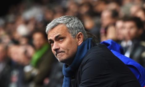 Mourinho đã trò chuyện với bạn bè là sẽ ngồi ghế nóng MU cuối mùa này