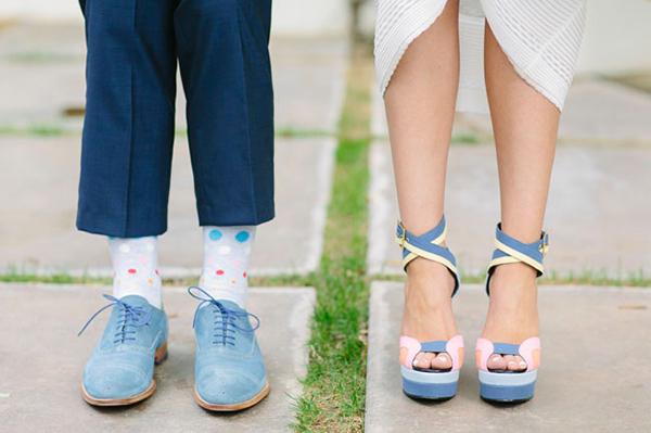 Giày cưới màu xanh của cô dâu ton sur ton cùng giày chú rể