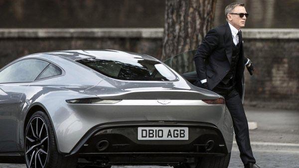 Chiếc xe của điệp viên 007 được đem đấu giá.