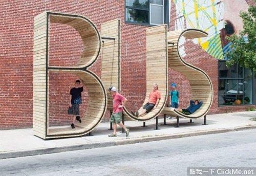 Người dân nằm chờ trên đường cong của chữ S và chữ U