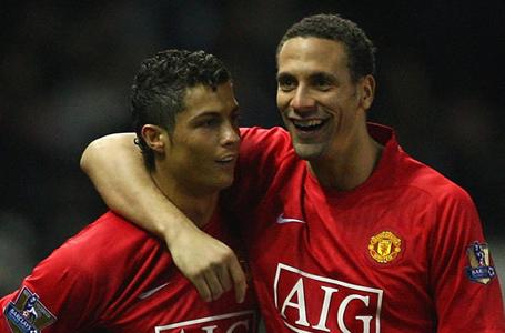 C.Ronaldo không hề nói chuyện với Rio Ferdinand